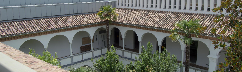 Vista de las cubiertas superiores del claustro de la Escuela Técnica Superior de Arquitectura